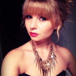 taylor swift lookalike