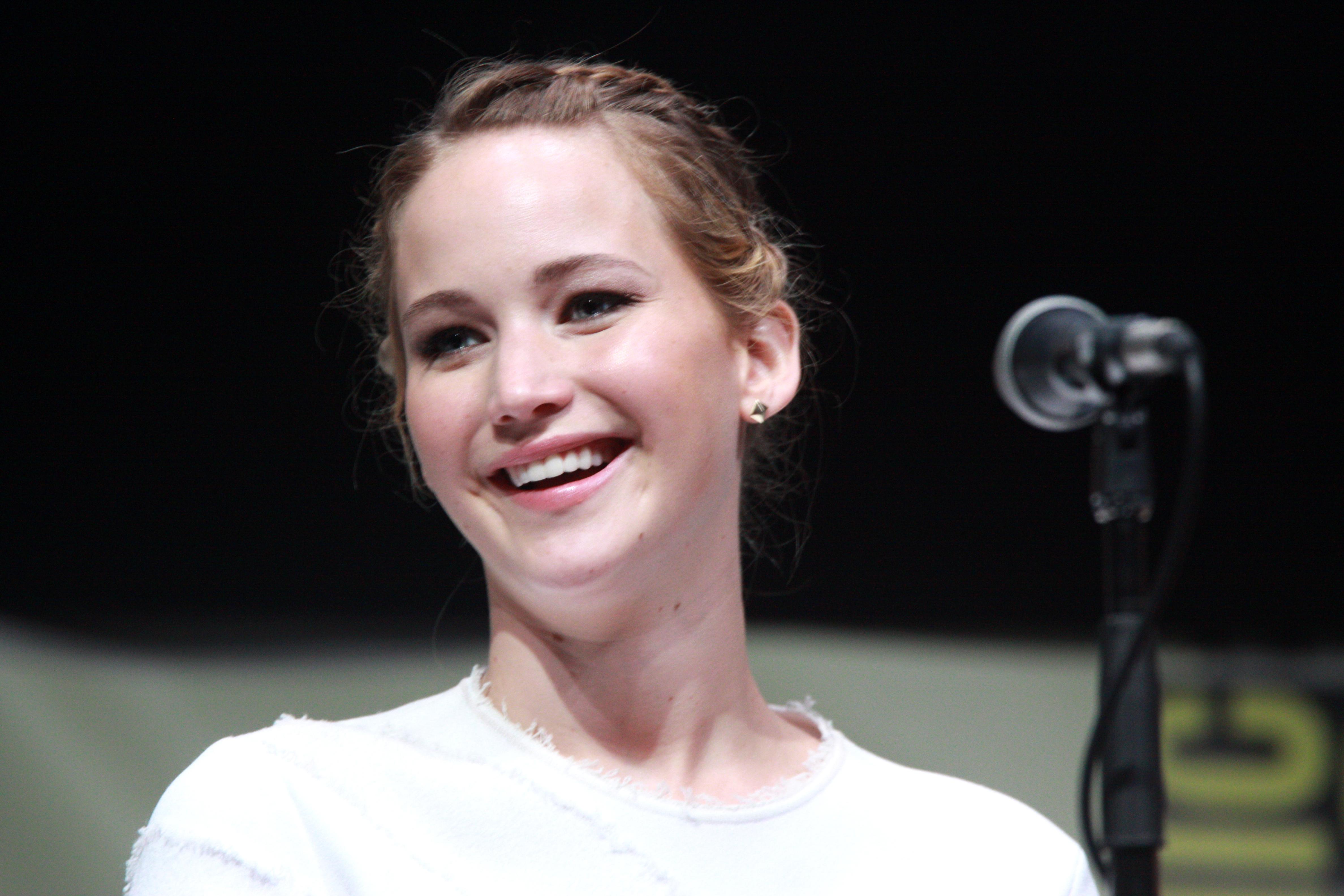 Jennifer Lawrence Comf...