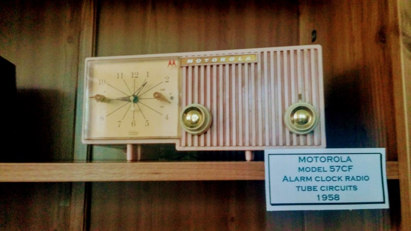 Vintage Motorola Model 57CF AM Tube Radio compass music and art center vt